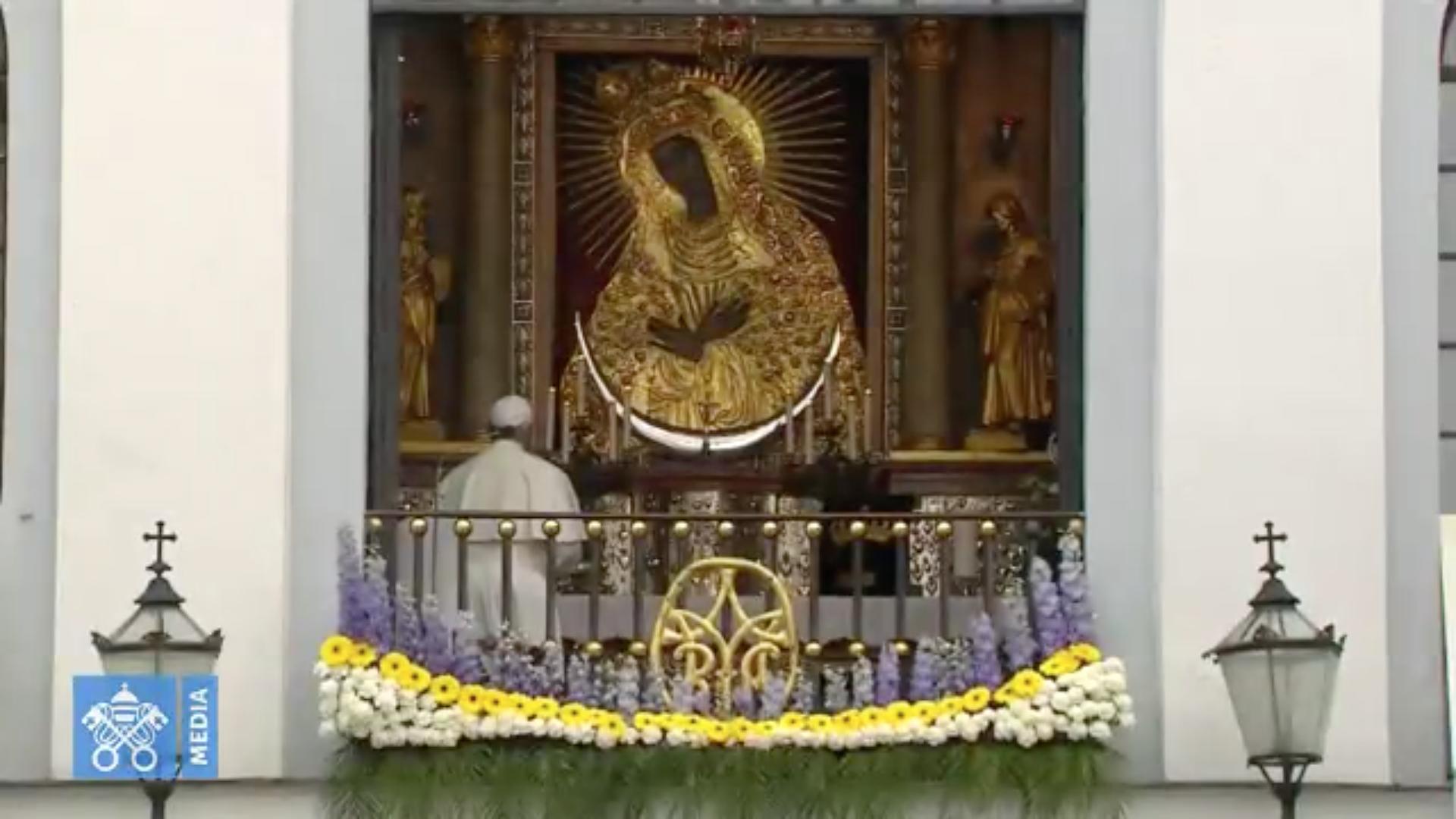 Chapelet, à la Porte de l'Aurore (Vilnius, 2018) @ Vatican News