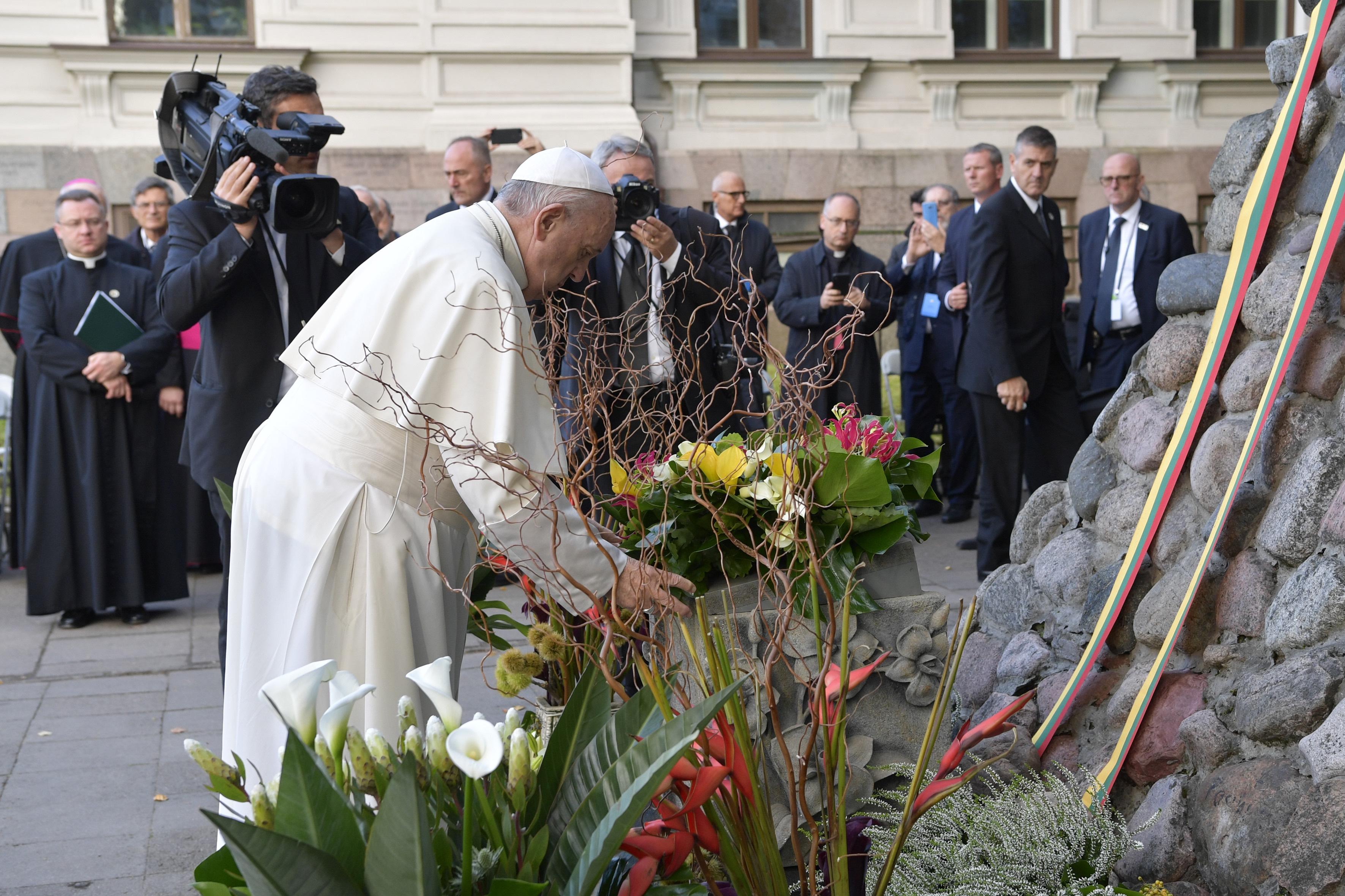 Vilnius, monument aux victimes de l'Occupation © Vatican News