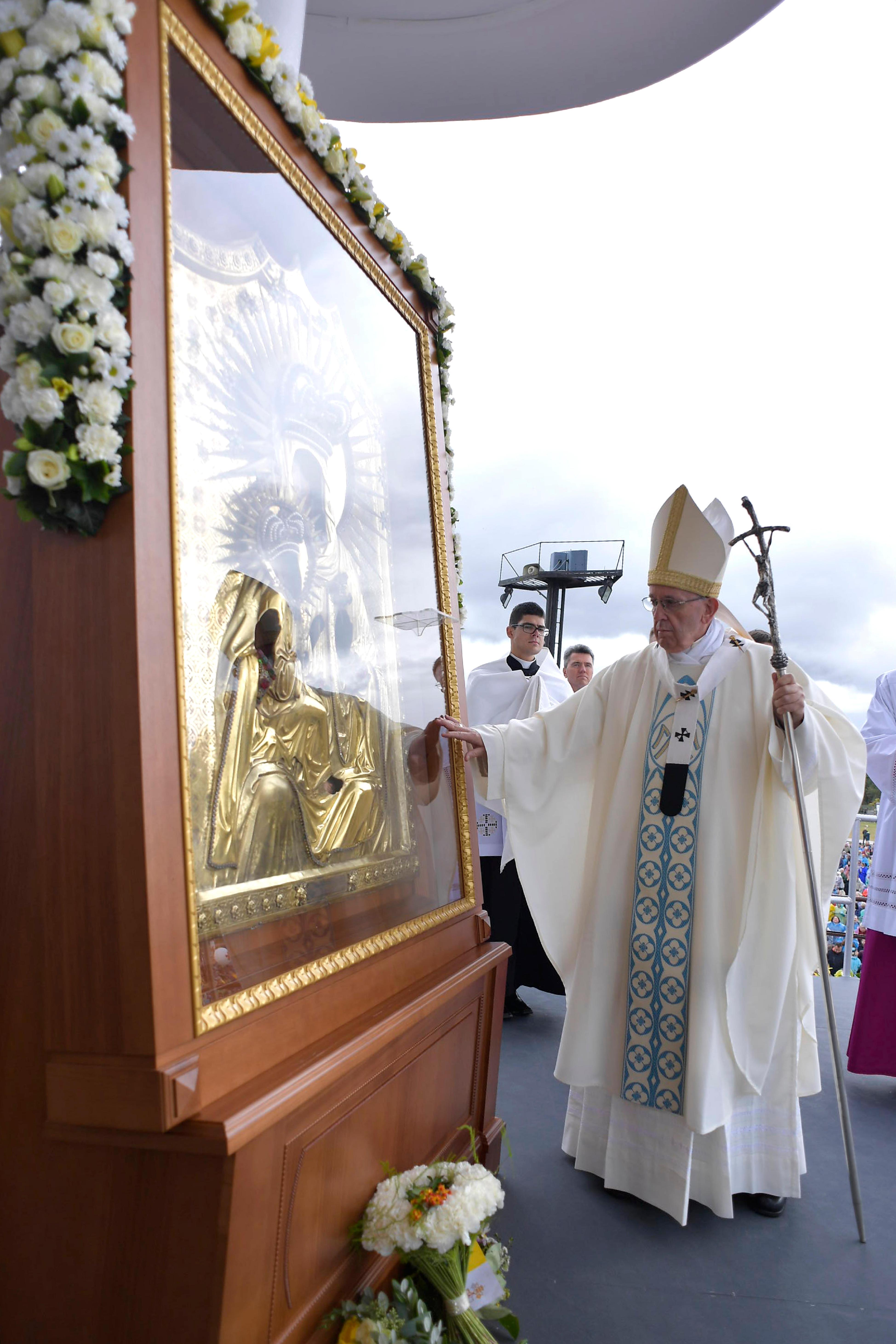Messe au sanctuaire d'Aglona, Lettonie © Vatican Media