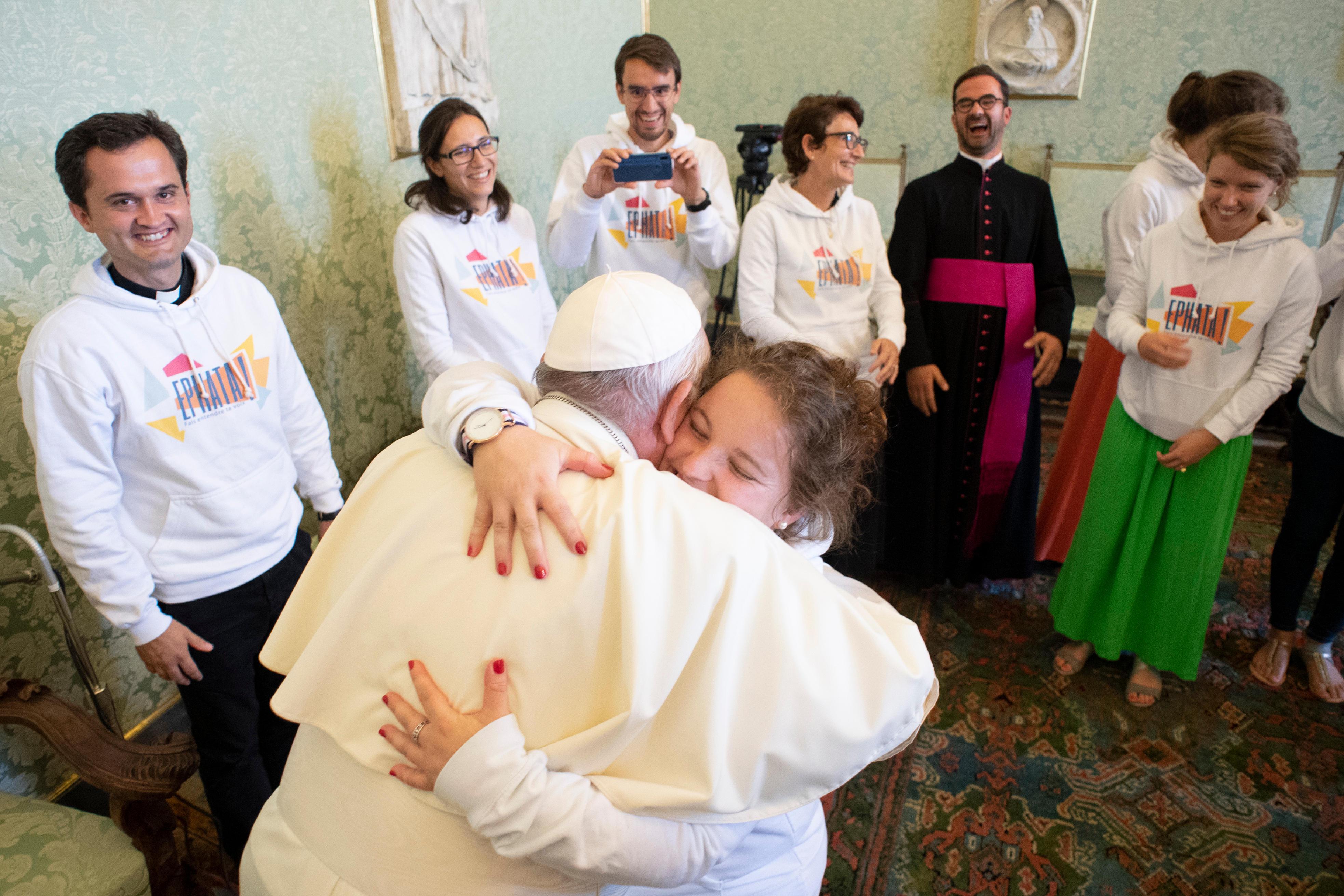 Les jeunes de Grenoble et le p. Lagadec, 17 sept. 2018 © Vatican Media