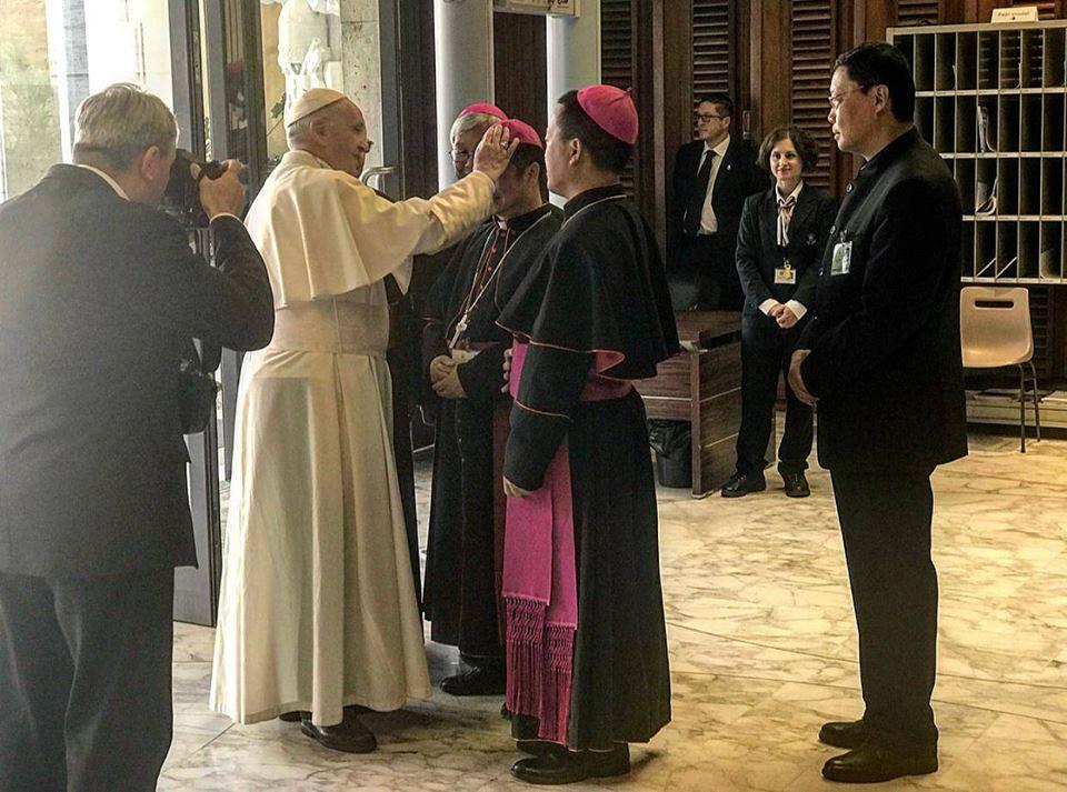 Les évêques de Chine prennent congé du pape François © Synod2018