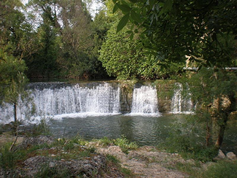 Source de l'Avy à Grabels (Hérault, France) @ wikimedia commons / Vpe 2009