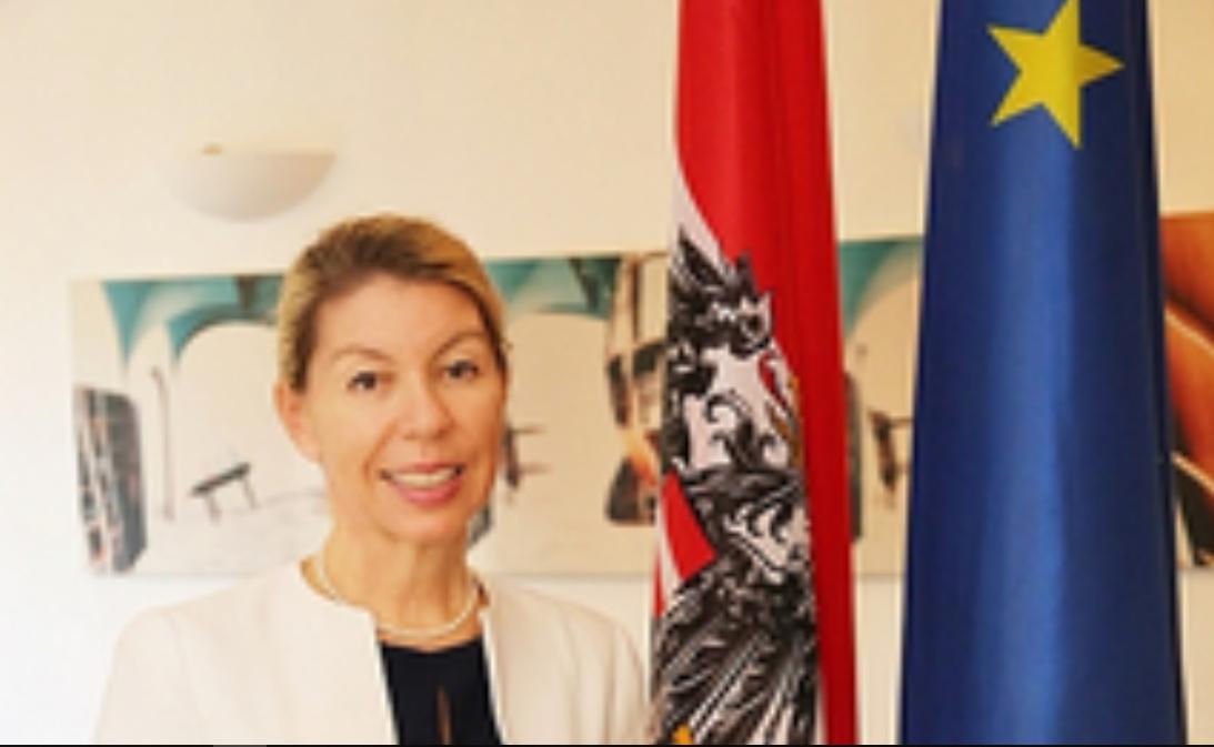 Franziska Honsowitz-Friessnigg, ambassadrice d'Autriche © bmeia.gv.at