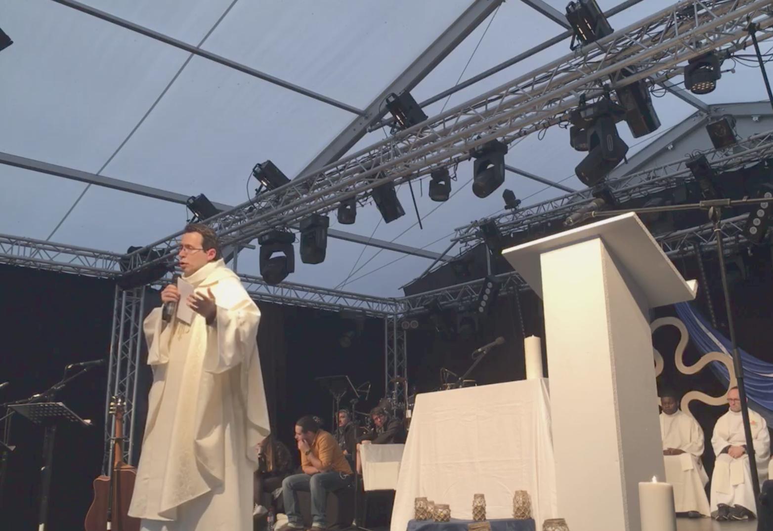 Messe de la Toussaint présidée par le p. Fornos SJ @ mej.fr