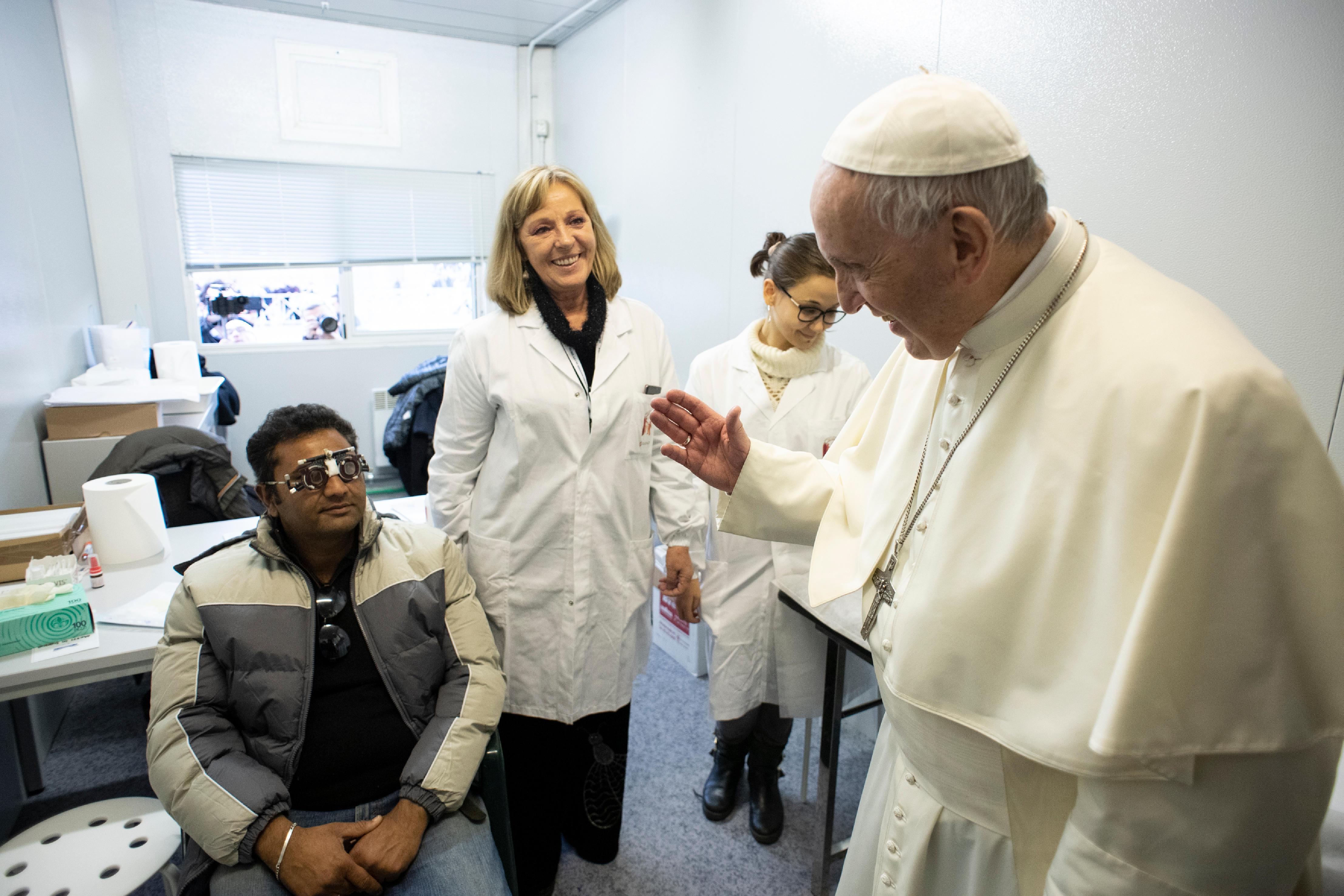 Visite au centre médical, Journée des pauvres © Vatican Media