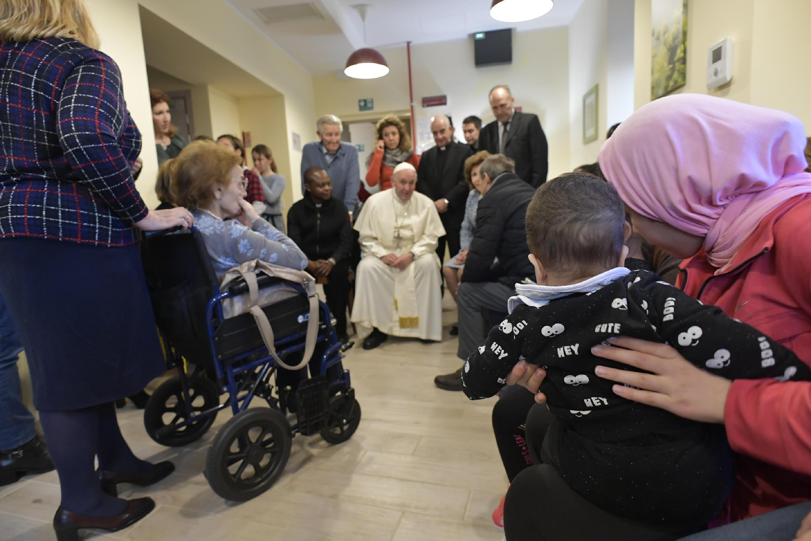 Le pape auprès des malades de la CasAmica de Trigoria © Vatican Media