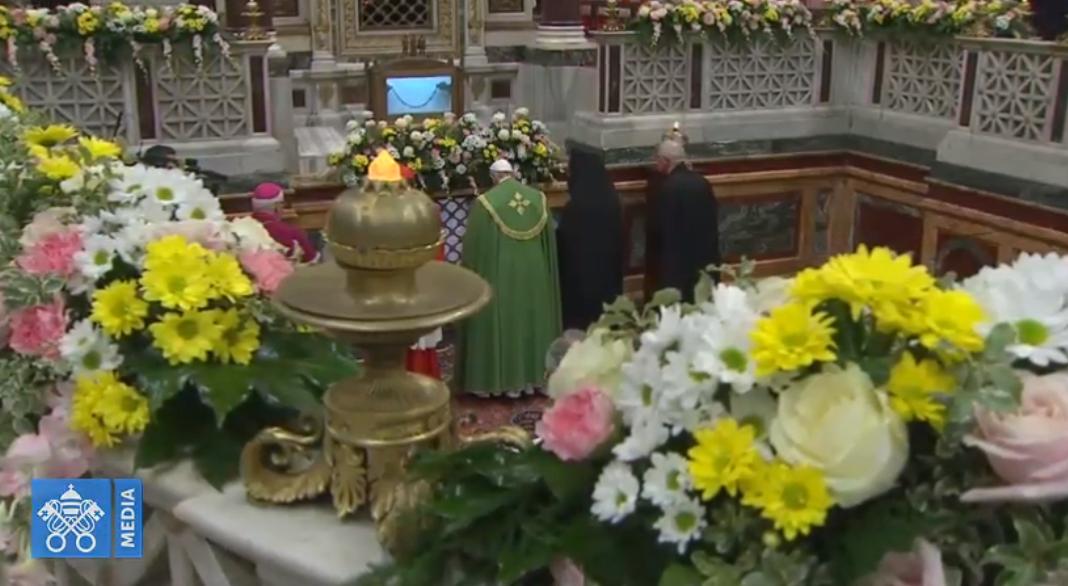 Le pape et des représentants chrétiens devant la tombe de saint Paul, capture Vatican Media