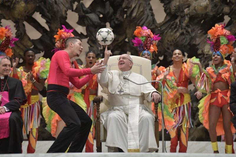 Cirque de Cuba, audience du 2 janvier 2018 © Vatican Media