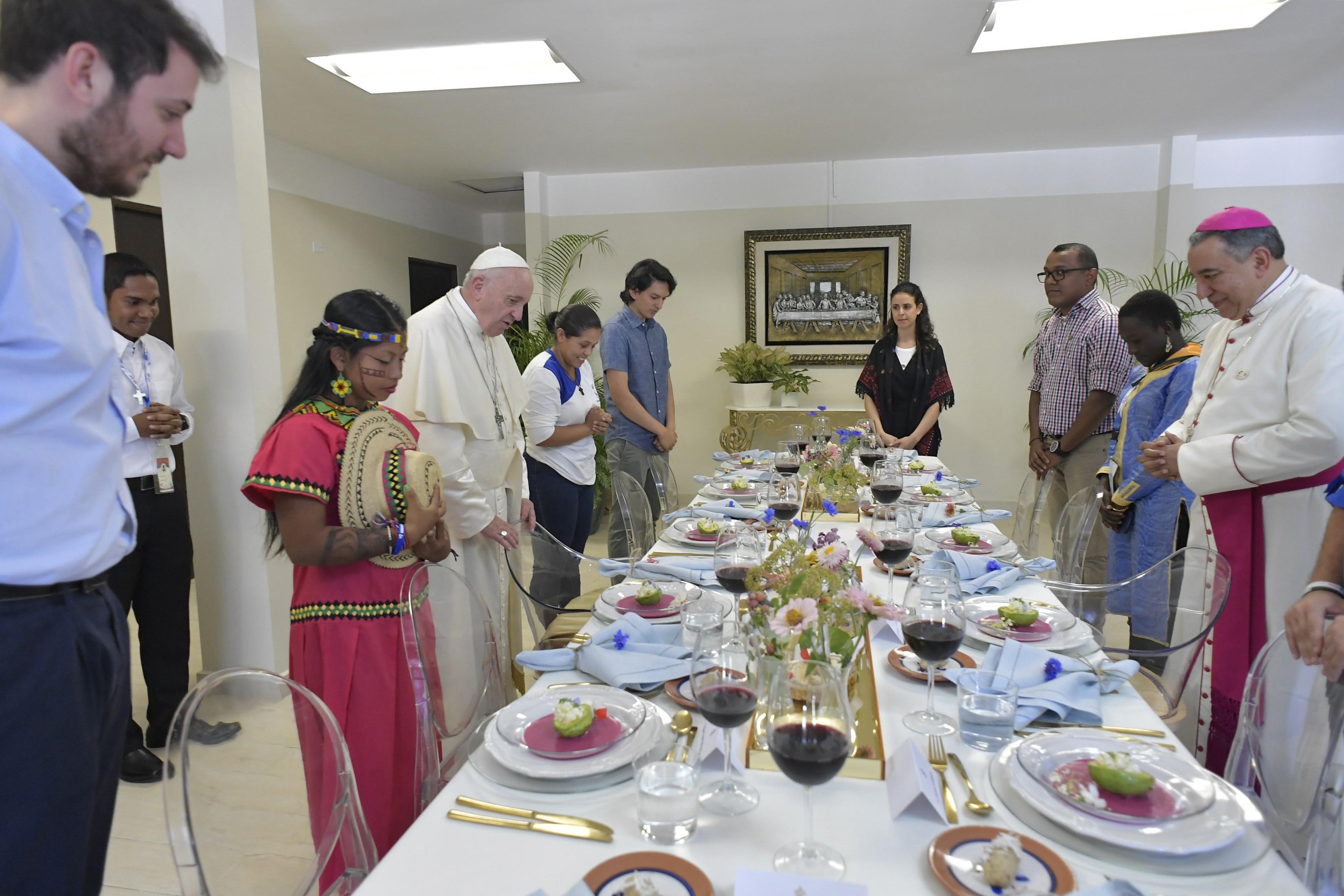 Panama, déjeuner avec des jeunes du monde © Vatican Media