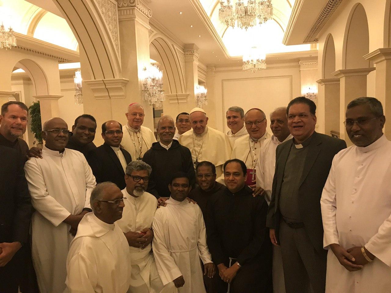 Capucins et prêtres, Abou Dhabi, Emirats © Bureau de presse du St Siège