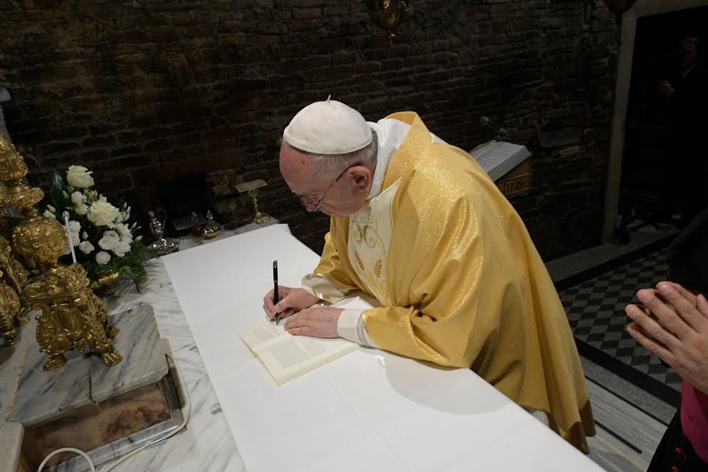 Sainte Maison de Lorette, signature de la Lettre aux Jeunes 25 mars 2019 © Vatican Media