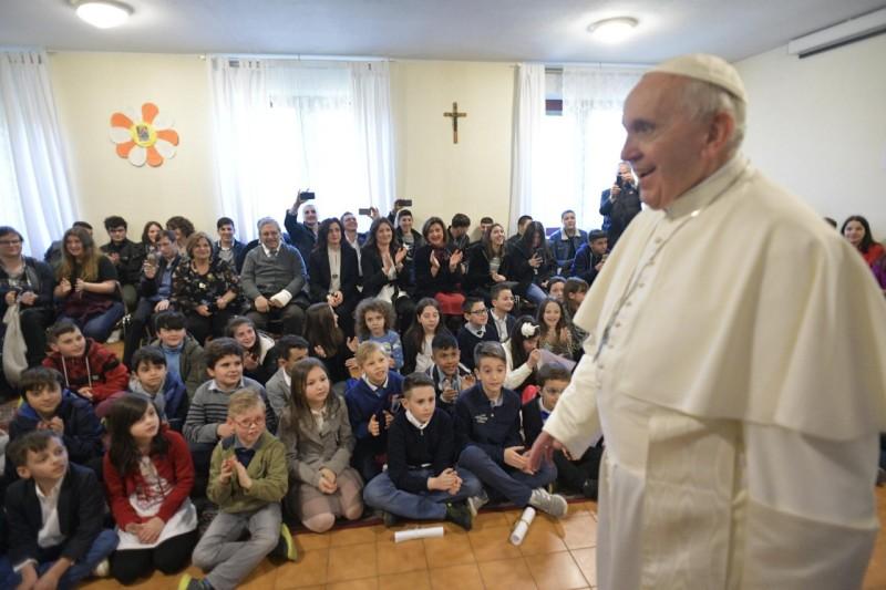 Enfants et jeunes de la paroisse San Crispino da Viterbo a Labaro © Vatican Media