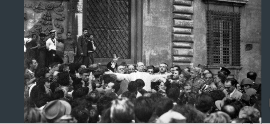 Pie XII au milieu du peuple romain après le bombardement du 19 juillet 1943 © Vatican News