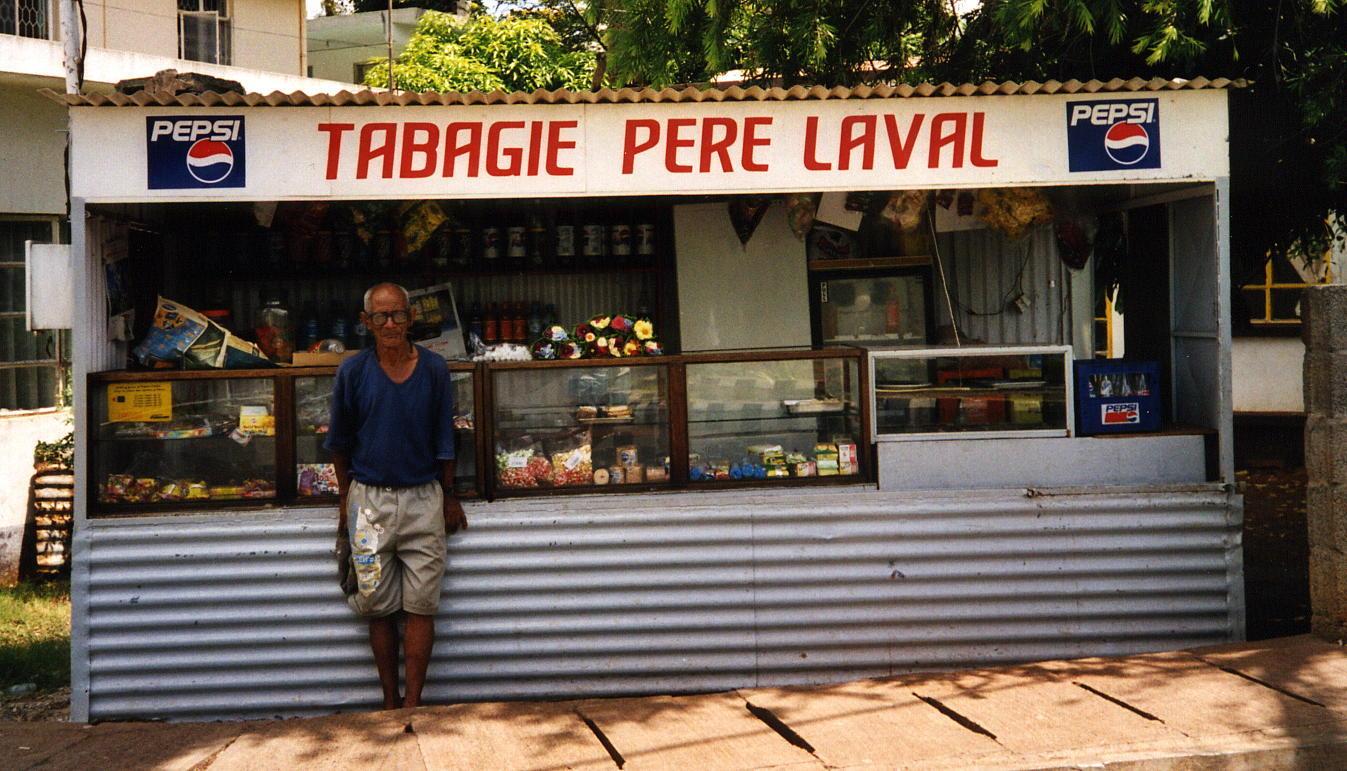 """Tabagie Père Laval"" (Île Maurice) 2007 @ wikimedia commons / Benoît Smerecki"