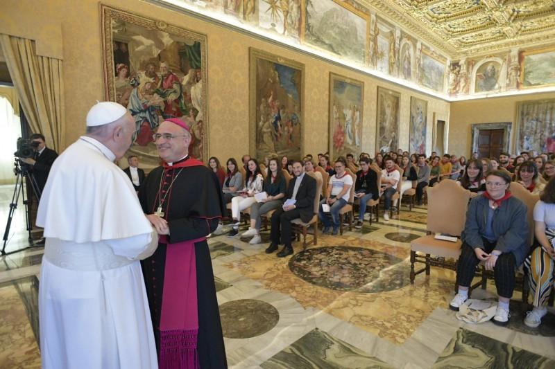 Journées landaises de la jeunesse, avec Mgr Souchu © Vatican Media