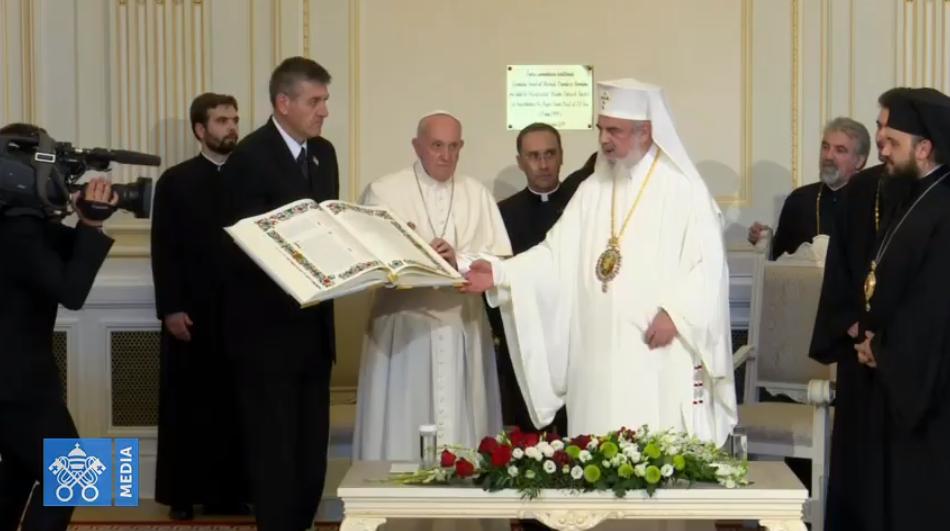 Avec le patriarche Daniel, Roumanie, capture Vatican Media