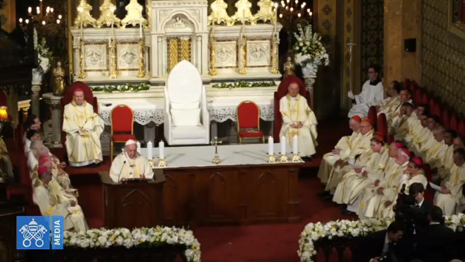 Messe à la cathédrale catholique de Bucarest, Roumanie, capture Vatican Media