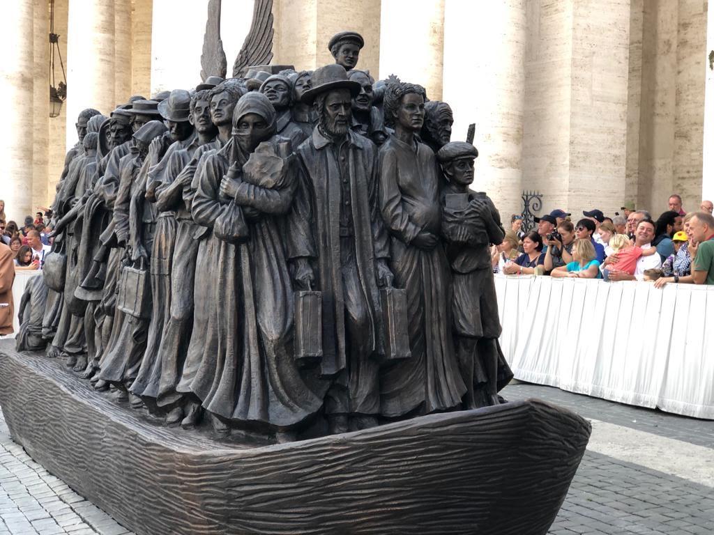 """Timothy Schmalz, """"Angels Unawares"""" © Vatican Media"""