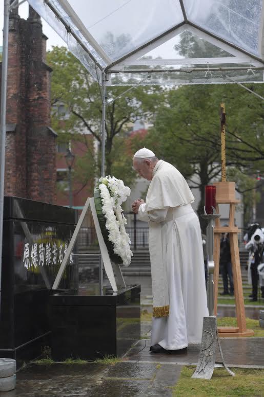 Prière au mémorial du bombardement atomique de Nagasaki, Japon © Vatican Media