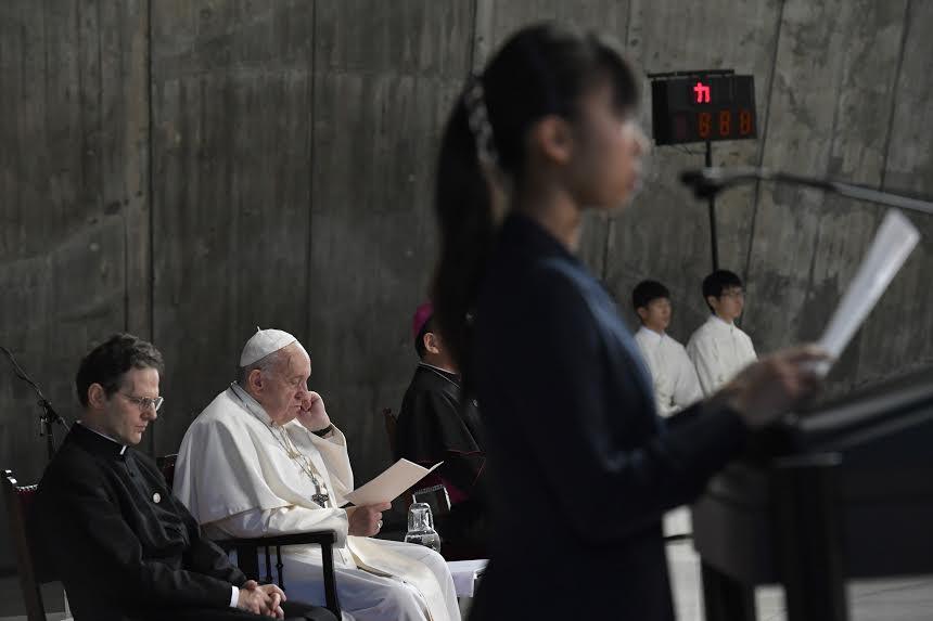 Rencontre avec les jeunes, cathédrale Sainte-Marie, Tokyo, Japon © Vatican Media