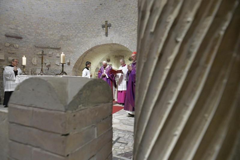 Messe du 2 novembre 2019 aux catacombes de Priscille © Vatican Media