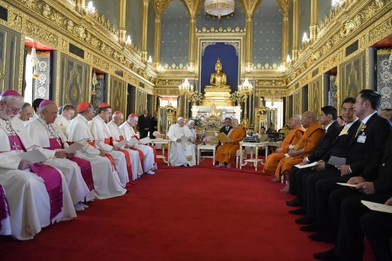 Visite au au patriarche suprême bouddhiste, au temple Wat Ratchabophit Sathit Maha Simaram, à Bangkok, Thaïlande © Vatican Media