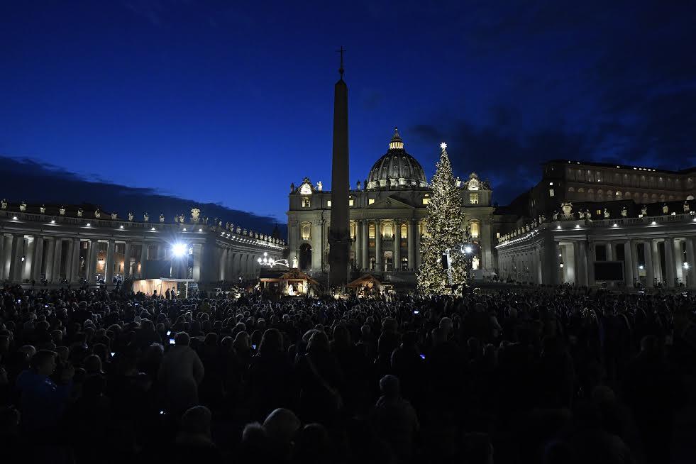 Crèche et sapin de Noël 2019, Place Saint-Pierre © Vatican Media