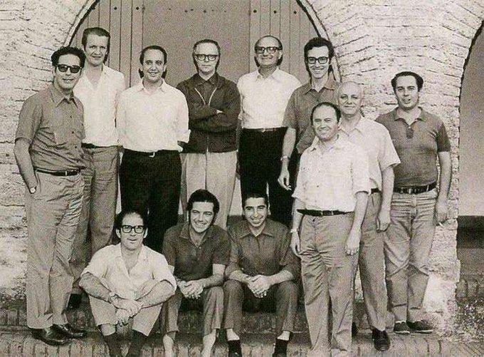 Le p. Miguel A. Fiorito (bras croisés) et ses étudiants dont le p. J.M. Bergoglio @ Archives Jésuites