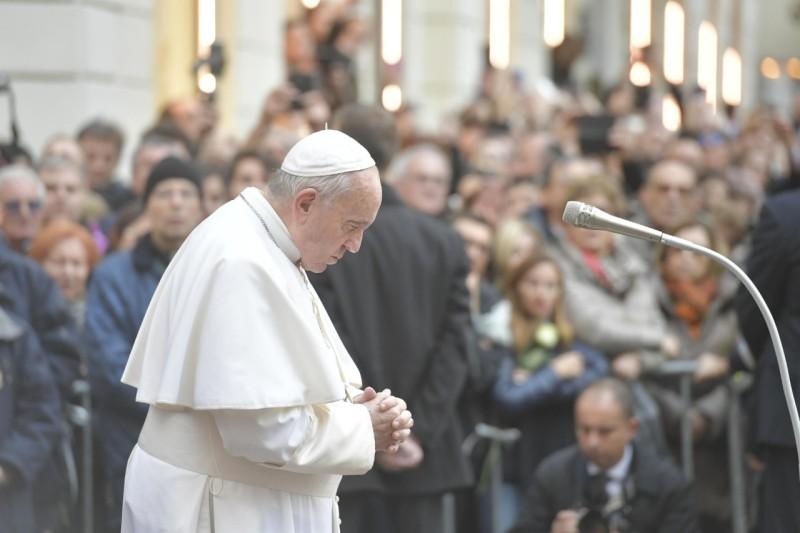 Prière place d'Espagne, Immaculée conception, 8 décembre 2019 © Vatican Media