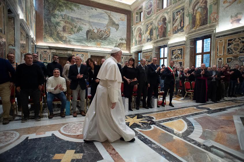 Audience à des pêcheurs italiens © Vatican Media
