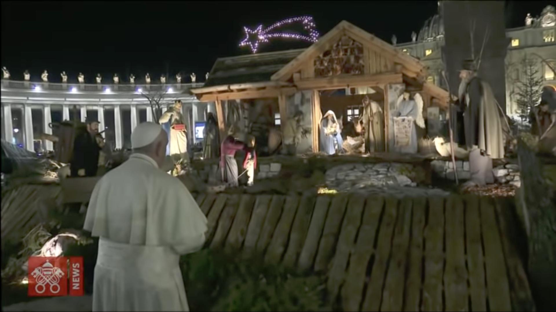Visite de la crèche, place Saint-Pierre, capture @ Vatican Media