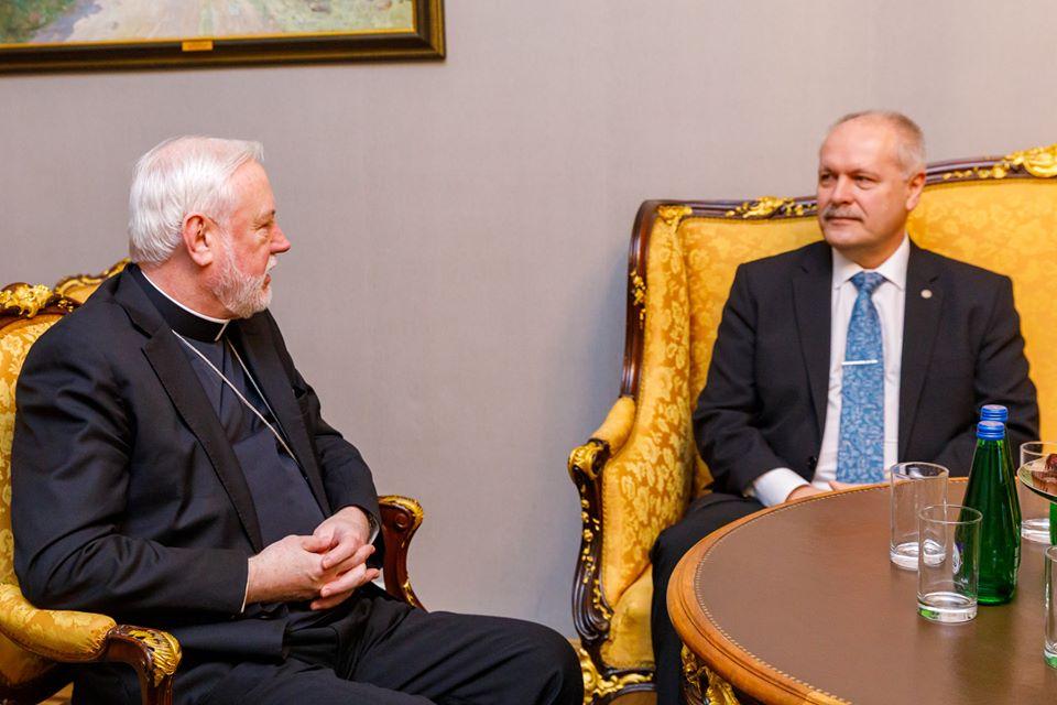 Mgr Gallagher et M. Polluaas (Estonie) @hennpolluaas