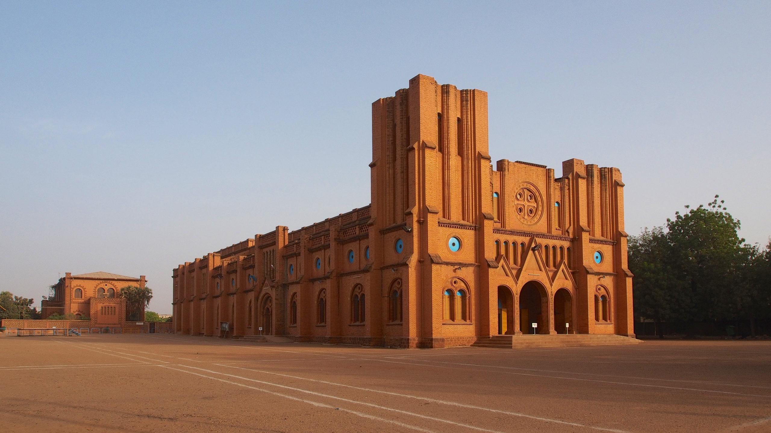 Cathédrale de Ouagadougou (Burkina Faso) @ wikipedia commons / Sputniktilt