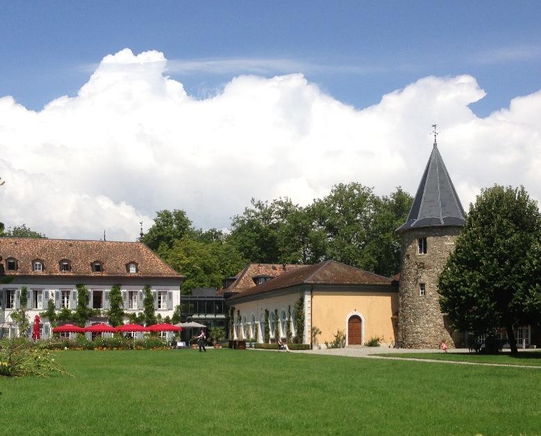 Château de Bossey, à Bogis-Bossey (Suisse) @ wikimedia commons / Dirrival