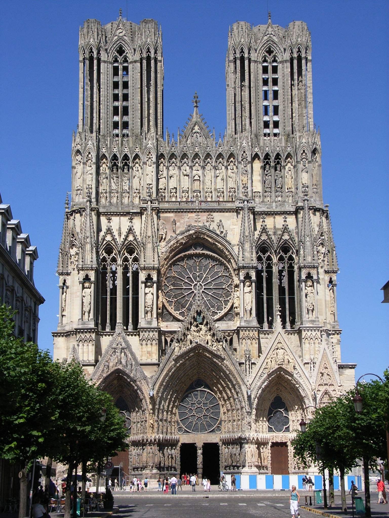 Cathédrale de Reims (2006) @wikimedia commons / bodoklecksel