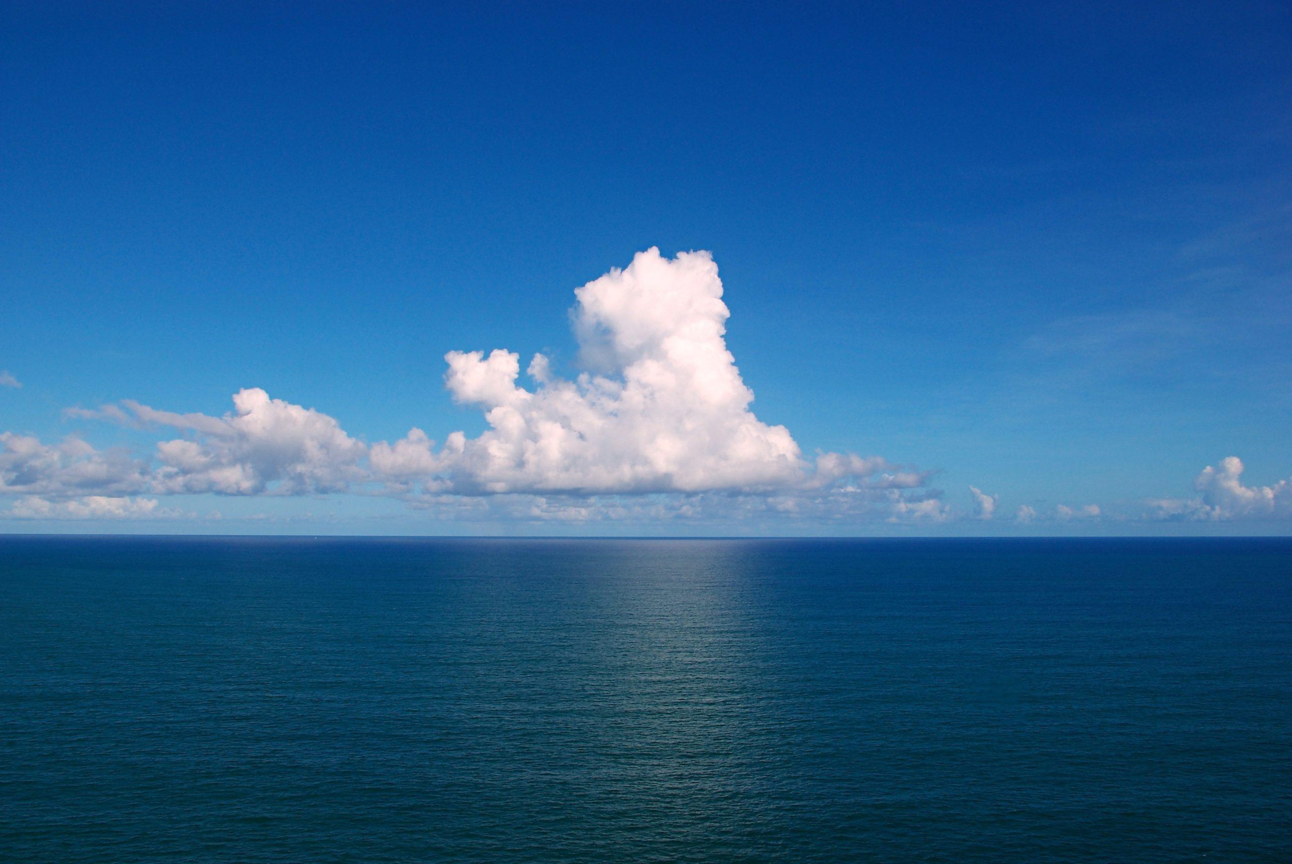 Cumulus sur l'Océan Atlantique, Salvador, Bahia, Brésil © wikimedia commons / Tiago Fioreze