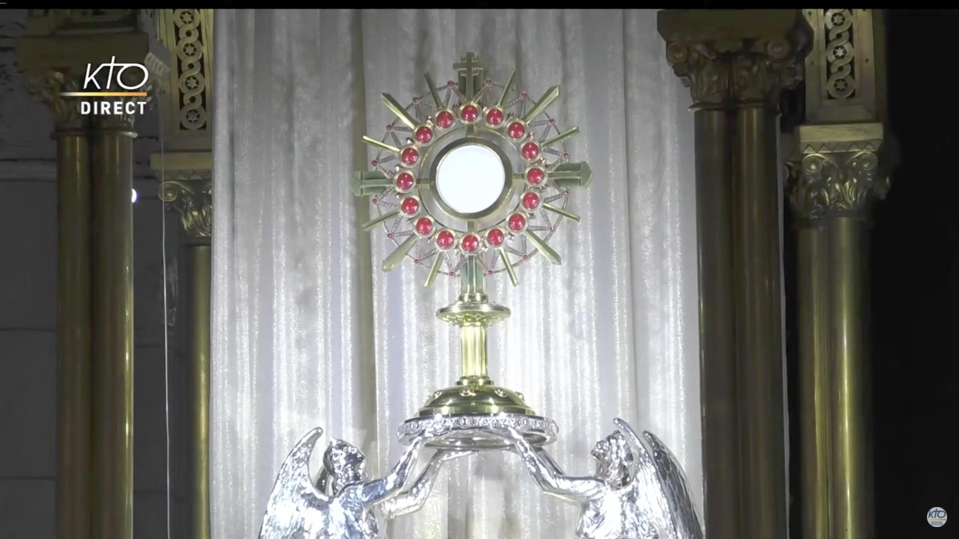 Adoration du Saint-Sacrement, 8 juin 2020, Montmartre, basilique du Sacré Coeur, capture Kto.tv
