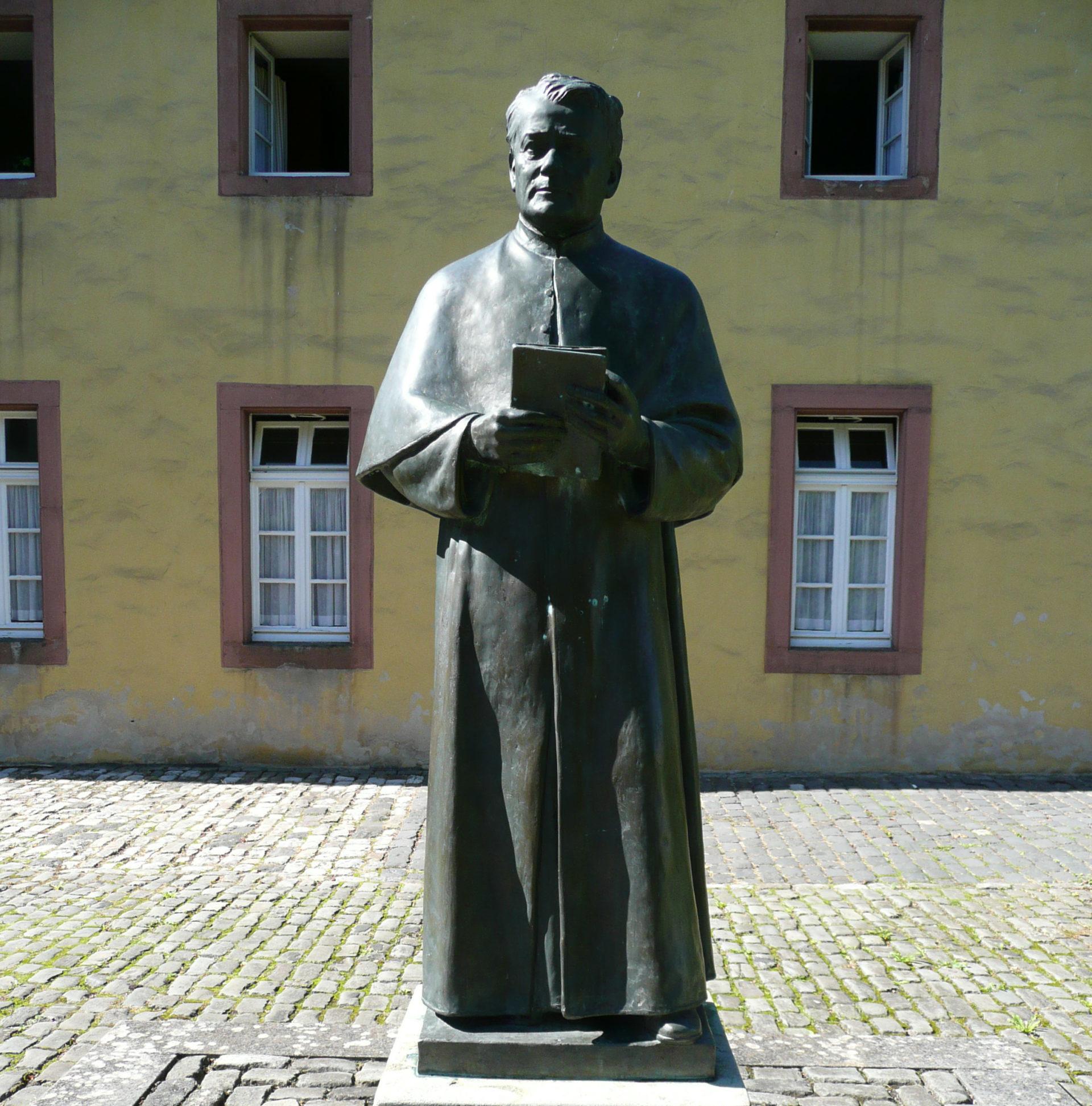Statue de Johannes Maria vom Kreuz (im Kloster Steinfeld) © wikimedia commons / Charlie1965nrw