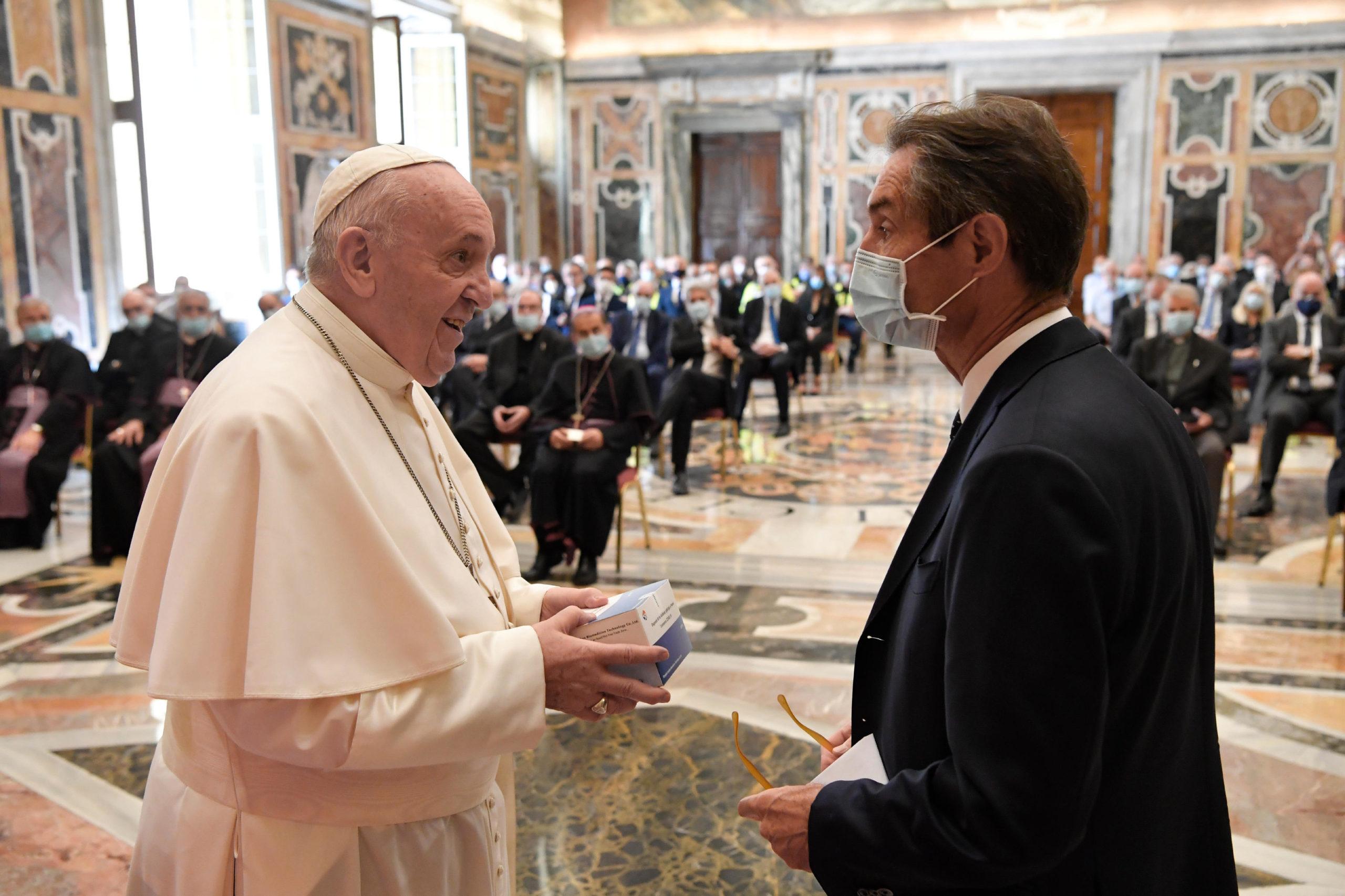 Personnel soignant de la Lombardie © Vatican Media