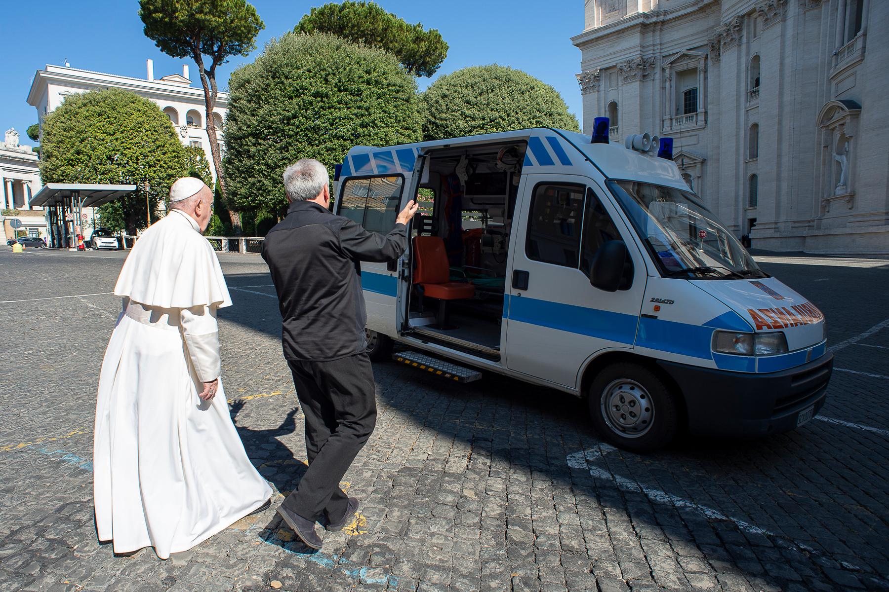 Ambulance pour les pauvres © Vatican Media