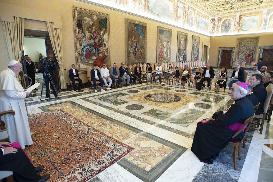 Familles des victimes de Corinaldo © Vatican Media