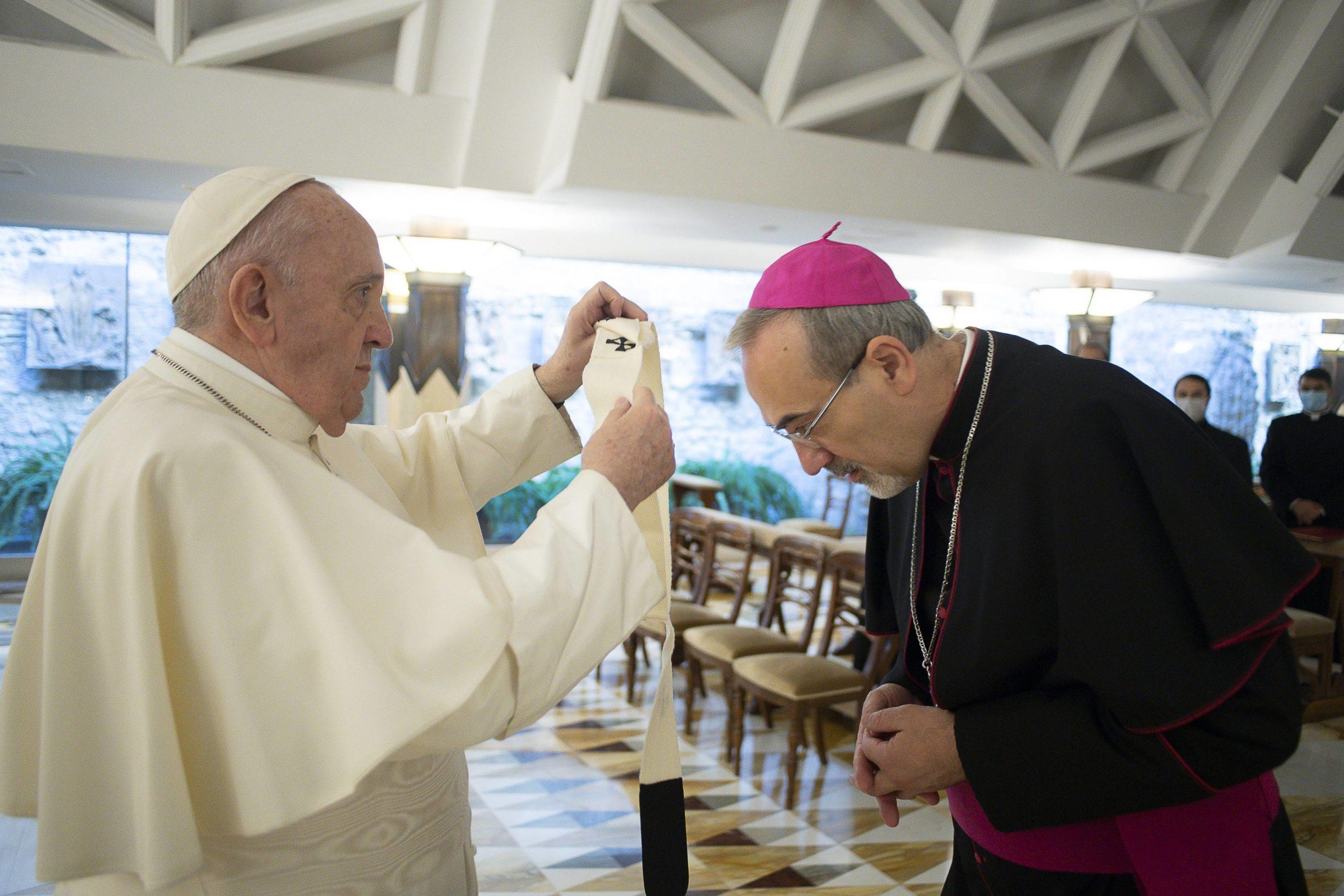 Remise du pallium à Mgr Pizzaballa © Vatican Media