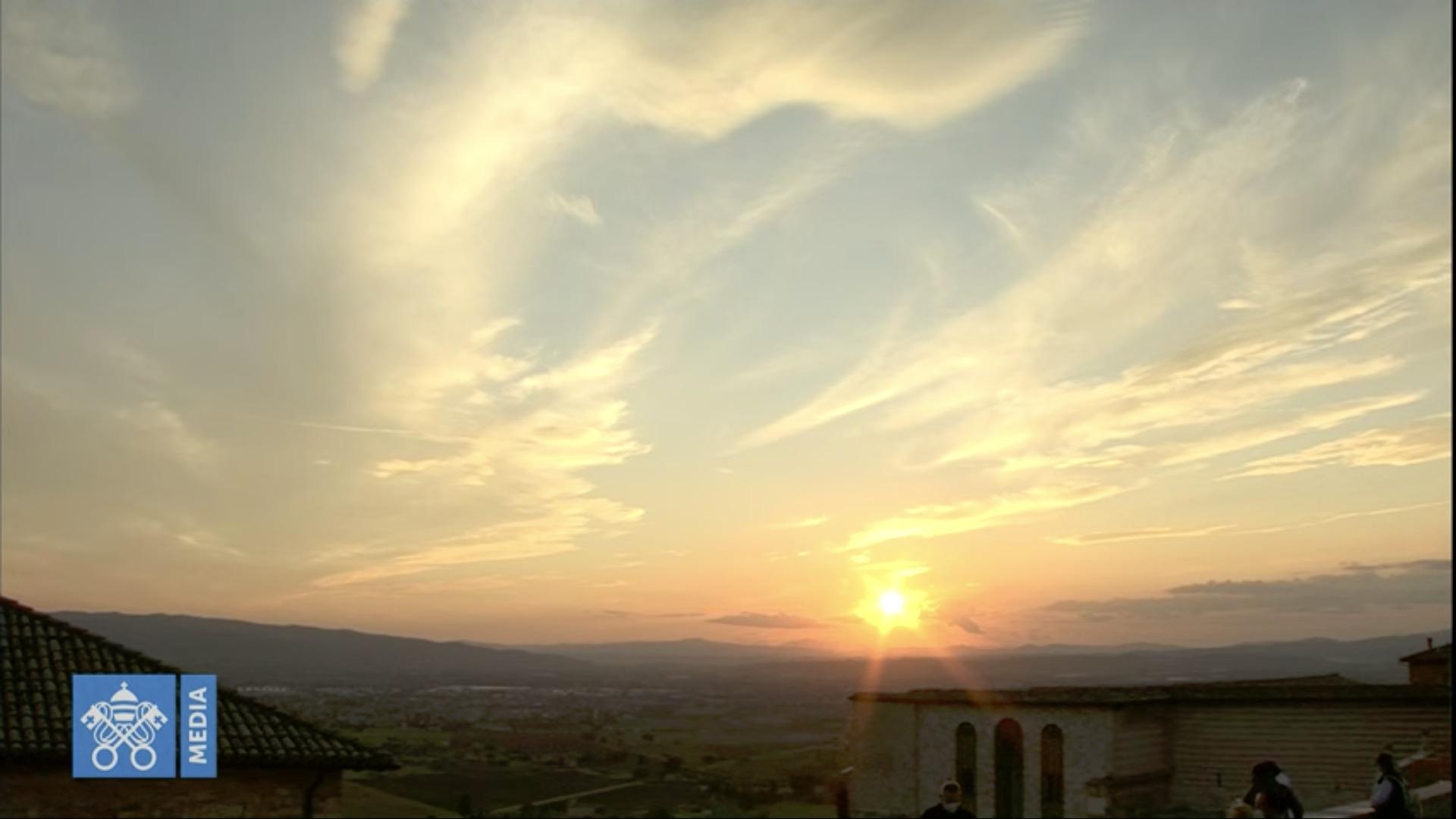 Le ciel d'Assise au terme de la béatification de Carlo Acutis, capture @ Vatican Media