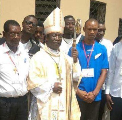 Mgr Agapitus Nfon évêque de Kumba avec des fidèles de son diocèse en 2017/Facebook Luc Kimberly