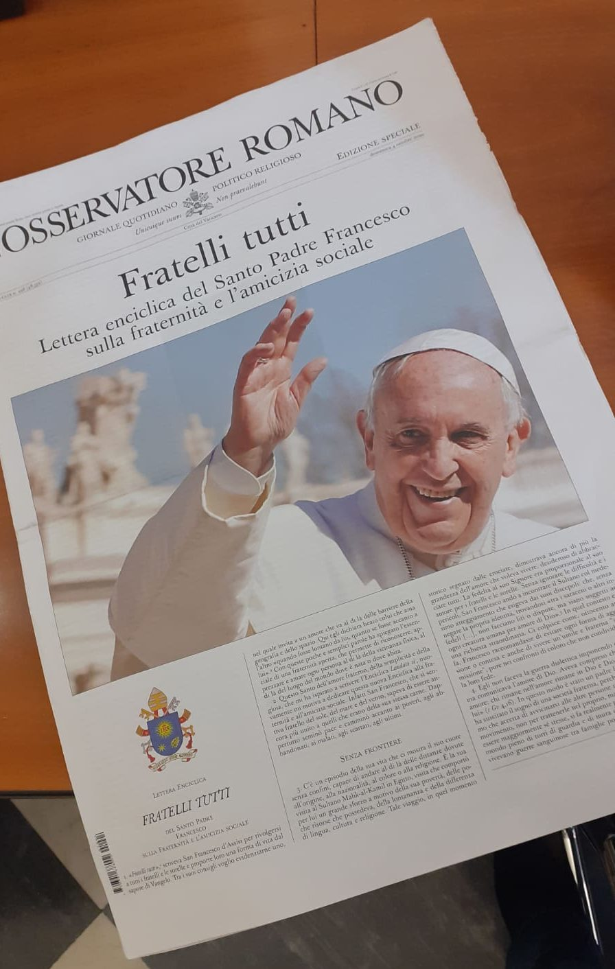 Fratelli tutti sur L'Osservatore Romano, 4 octobre 2020 © Zenit, AKM