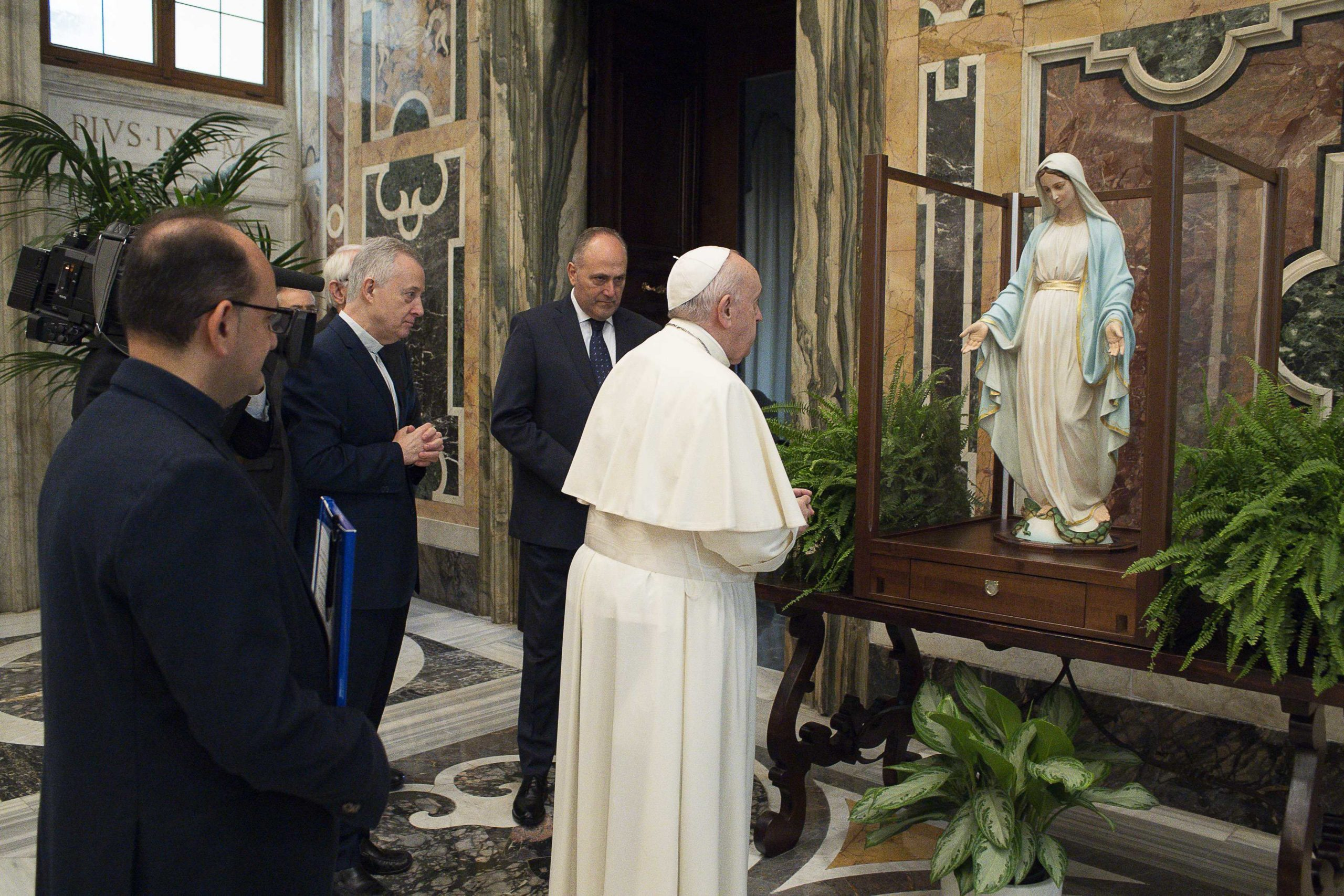 Délégation de la famille vincentienne pour la bénédiction de la statue de la Médaille miraculeuse, 11 nov. 2020 ©Vatican Media