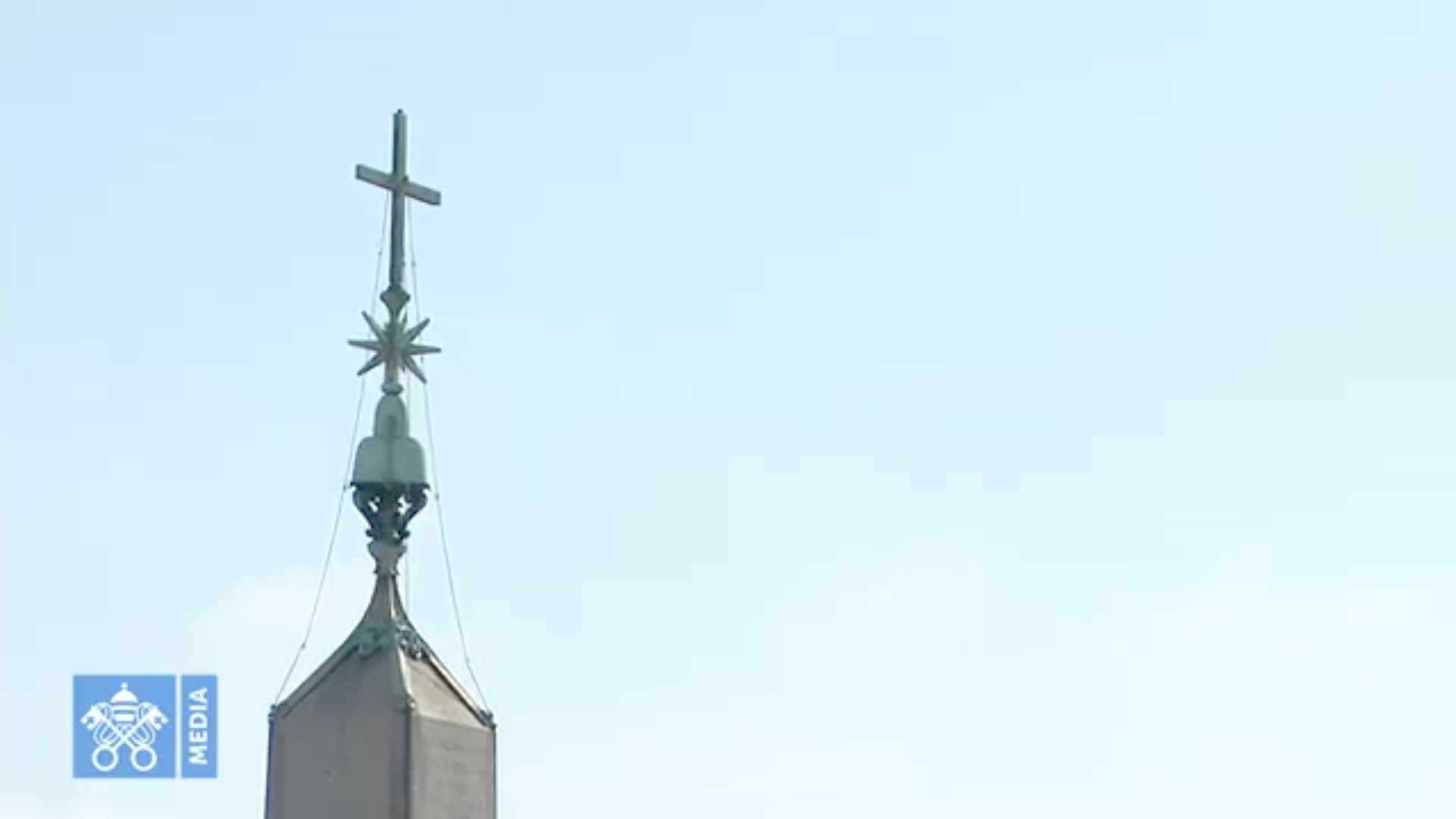 Croix de l'obélisque, Pl. Saint-Pierre, 1er nov. 2020, capture @Vatican Media