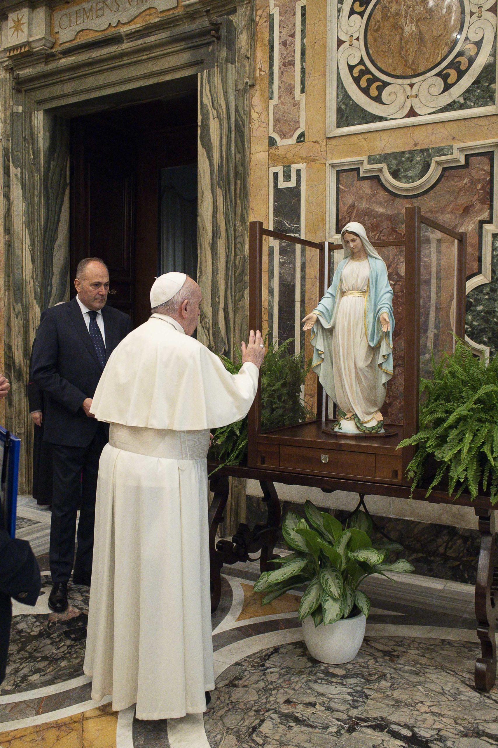 Bénédiction de la statue de la Médaille miraculeuse, 11 nov. 2020 ©Vatican Media
