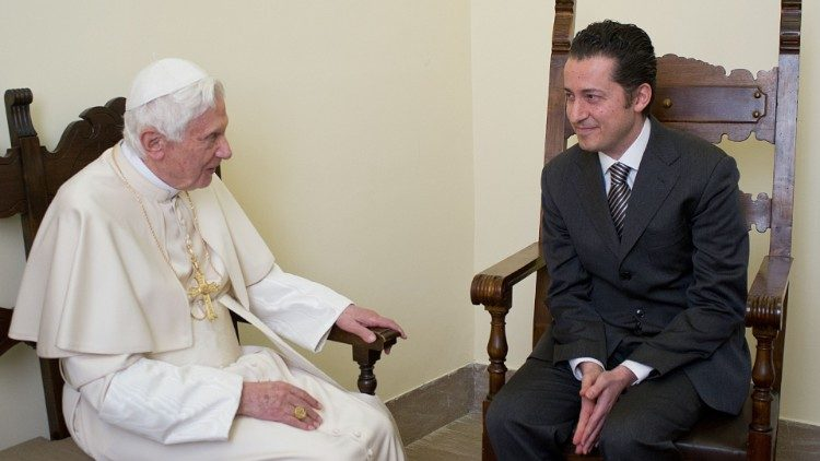 Benoît XVI et Paolo Gabriele en 2012 © Vatican Media
