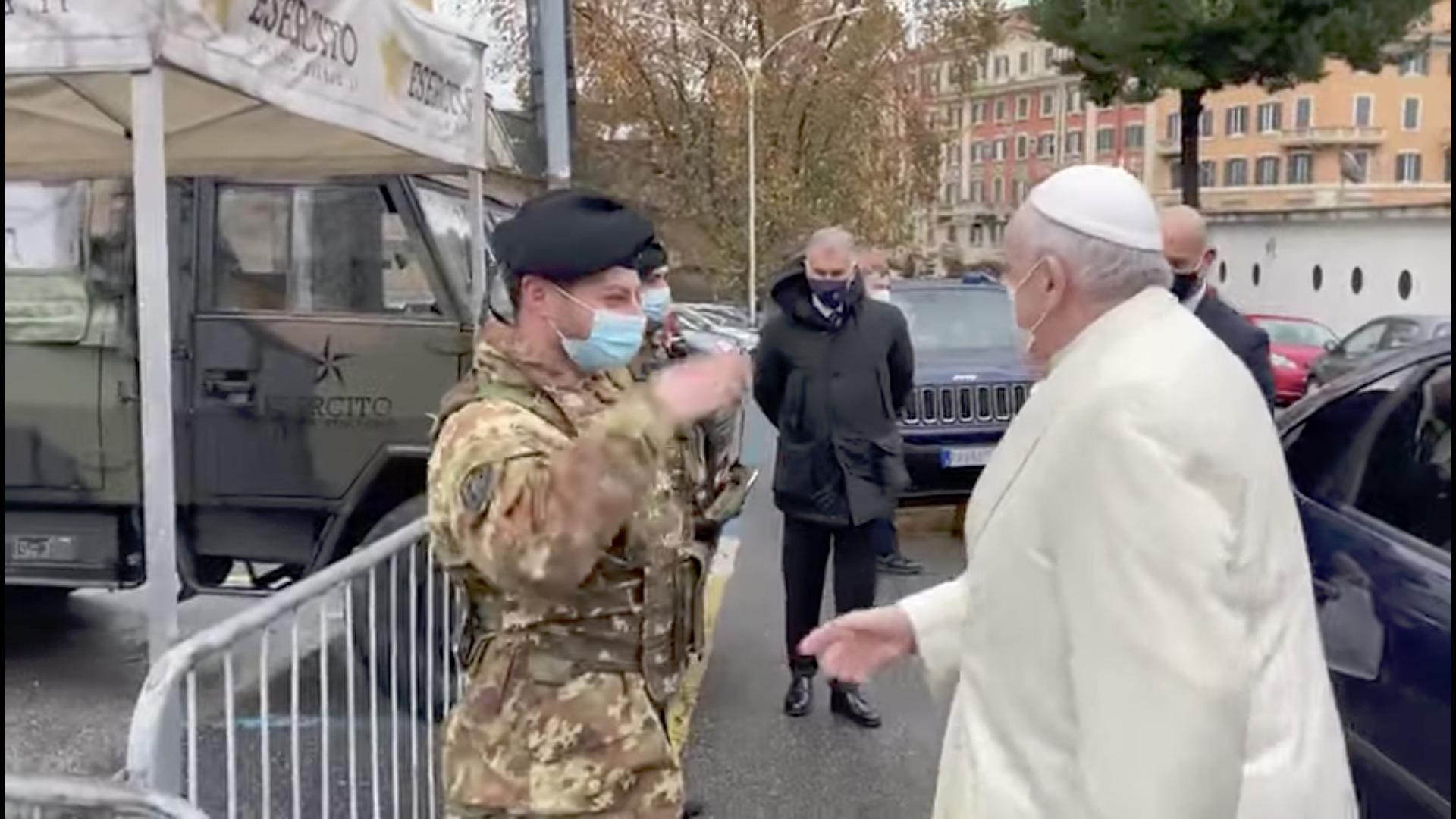 Soldats italiens, capture @ Vatican Media
